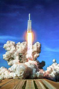 تطبيق قانون نيوتن الأول في الفضاء - الصواريخ